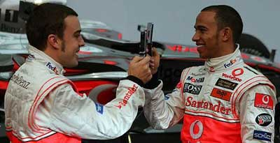 Lewis Hamilton beats Fernando Alonso by a whisker